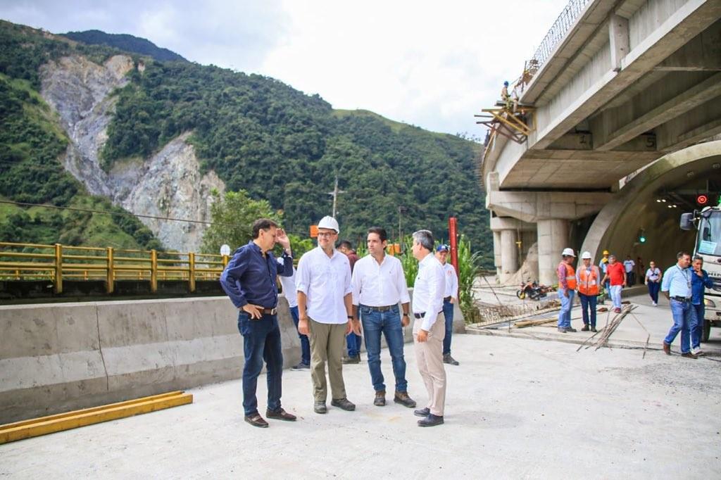 Photo of Gobernador electo del Meta, Juan Guillermo Zuluaga, recorrió puntos críticos de la vía Bogotá – Villavicencio junto al presidente de la ANI