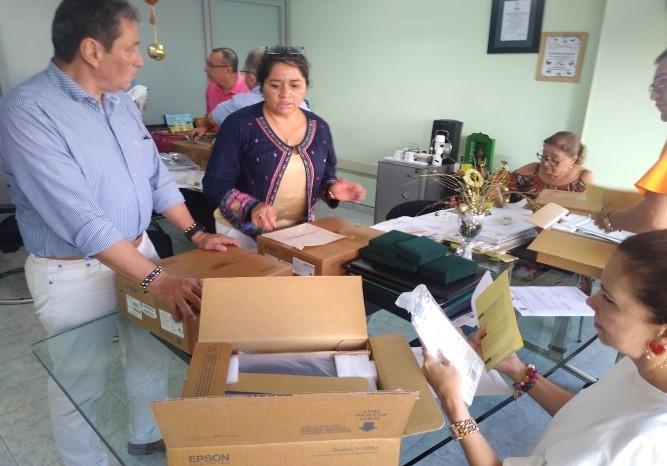 Photo of Gobierno 'Unidos Podemos' entregó dotación a colegios para niños con discapacidad