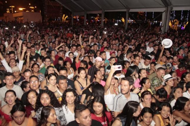 Photo of Noche de estrellas encantó a miles de asistentes al Festival Llanero en el parque Fundadores
