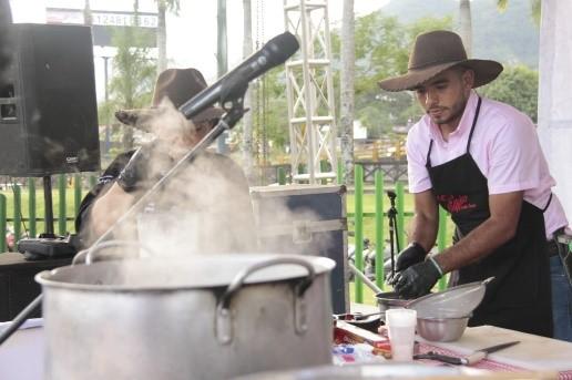 Photo of Este fin de semana continuarán los shows de cocinas en vivo en el Parque Los Fundadores