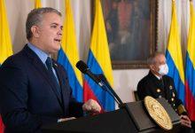 Photo of Presidente Duque recibió la camiseta oficial de la Carrera 10K de la Policía Nacional, que este año será virtual