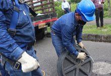 Photo of Con tapas de alcantarilla en material reciclado Empresa de Acueducto busca evitar que se las roben