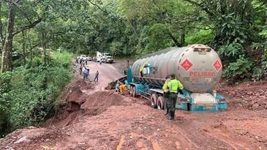 Photo of La administración municipal adelanta  seguimiento a las obras en la antigua vía Bogotá