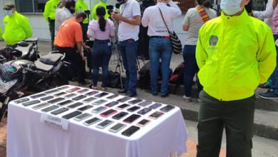 Photo of A sus propietarios retornaron 7 motos, 1 vehículo y 40 celulares recuperados por las autoridades en Villavicencio